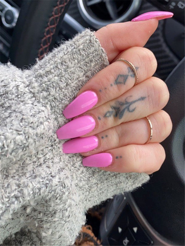 Simple and tiny finger tattoos for women, include heart designs, floral tattoos and more. If you want to try samll tattoo on the finger, you can browse our website from time to time. #fingertattoo #smalltattoos #tinytattoos #simpletattoos