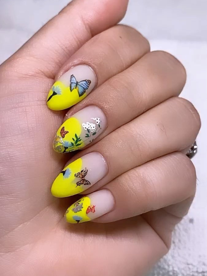 Longing for almond nails designs for summer nails? Today we have 31 almond nail ideas to show you. Almond nail design look so stylish and pretty that you can try different design and colors. This manicure is perfect for the summer. #almondnails #almondnailsdesigns #summernails #nailideas