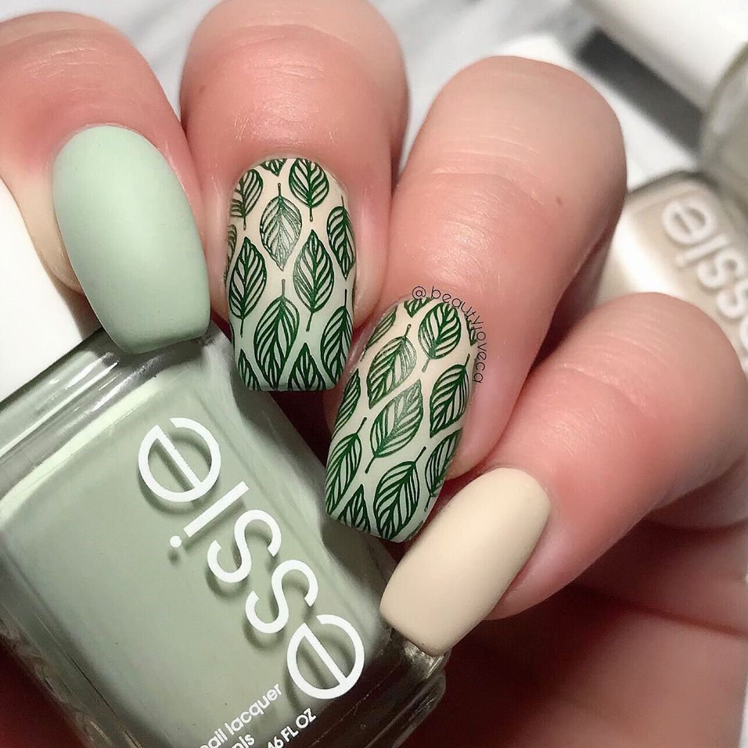 Simple leaf nail design : we collected 20+ of the leaf nails ideas. I hope everyone can choose their nail designs. #leafnaildesign #naildesigns